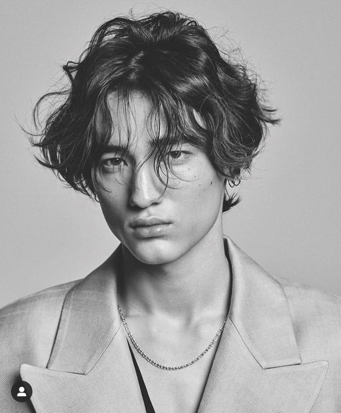 Tobias Schramm từng là talent của công ty người mẫu trực thuộc SM Entertainment. Đồng thời xuất hiện trong MV Page 0 của Taeyeon.