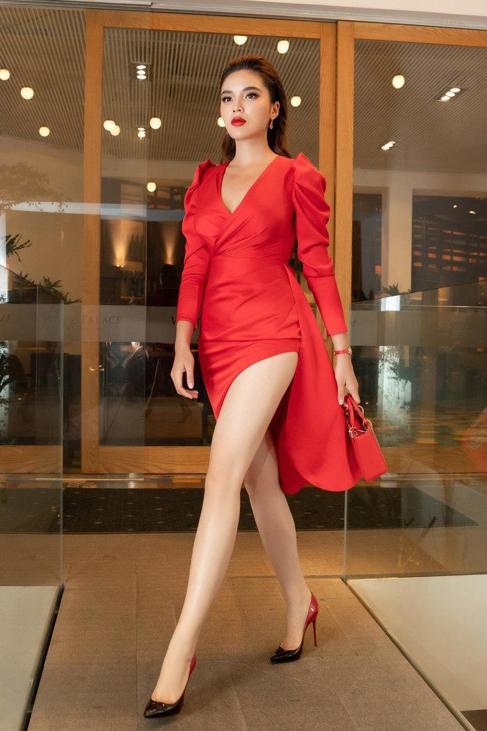 Cũng chiếc váy trên, Hoa hậu Kỳ Duyên diện ở một sự kiện trong nước.