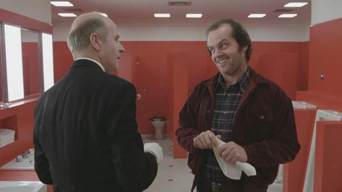 Jack (bên phải) cùng hồn ma người quản lí cũ của khách sạn Overlook - Delbert Grady (bên trái).