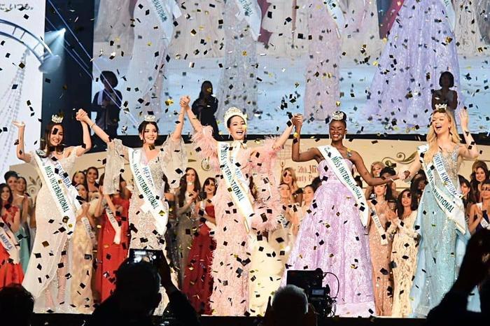 Đến phần công bố trao giải, Tường San không được gọi tên. Giải Á hậu 4 thuộc về người đẹp Anh, Á hậu 3 là Colombia, Á hậu 2 thuộc về Uganda, Á hậu 1 – Mexico. Đoạt danh hiệu Hoa hậu Quốc tế 2019 là người đẹp Thái Lan – Sireethorn Leearamwat.