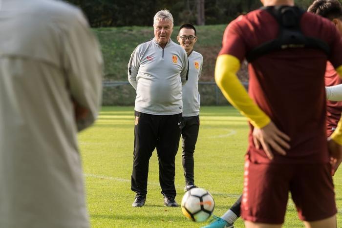 HLVGuus Hiddink là tên tuổi lớn nhất từng bị HLV Park gián tiếp làm mất việc.