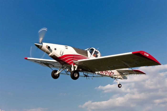 Dòng máy bay Thrush 510P có chiều dài cơ sở là 9,85m, chiều cao thân 2,84m, sải cánh 14,47m. Thể tích bình nhiên liệu là 863l, đủ để hoạt động liên tục trong 5 tiếng.(Ảnh: Internet)