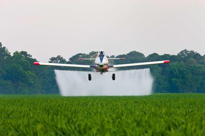 Ở tốc độ 135 dặm/giờ, chiếc máy bay có khả năng phun hóa chất trong phạm vi 1.238km. Tốc độ tối đa của chiếc Thrush 510P là 241 km/h.(Ảnh: Internet)