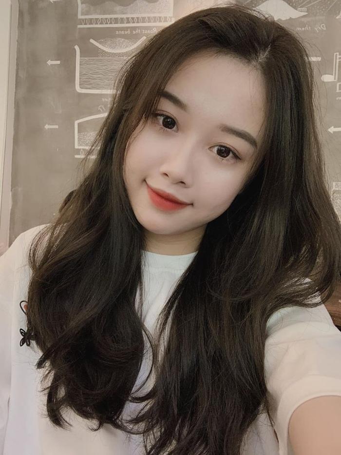 Trang Nhung, bạn gái Văn Toàn mang nét đẹp rất teen.
