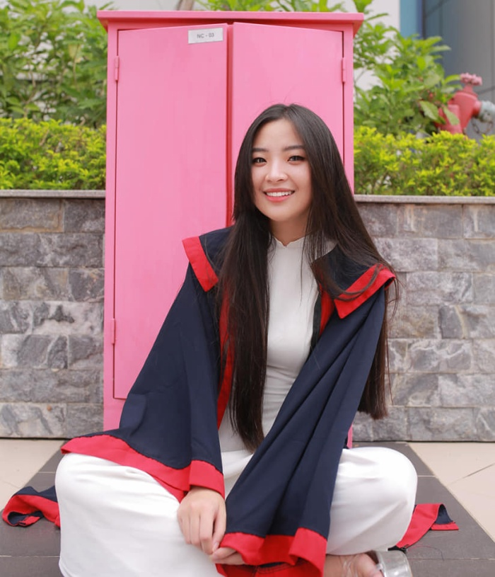 Tân hoa khôi tự nhận mình là cô gái cá tính, năng động. Ngoài giờ học, Hồng Hạnh thích tìm hiểu về ảo thuật, đọc sách. Cô cho rằng ảo thuật mang đến niềm vui và tiếng cười, còn sách giúp cô thu lượm thêm nhiều kiến thức bổ ích.