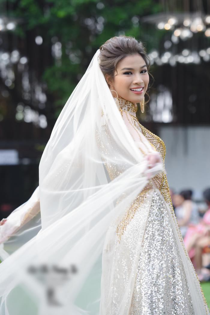 Ngoài ra, show diễn còn có sự góp mặt của Nguyễn Thị Thành.