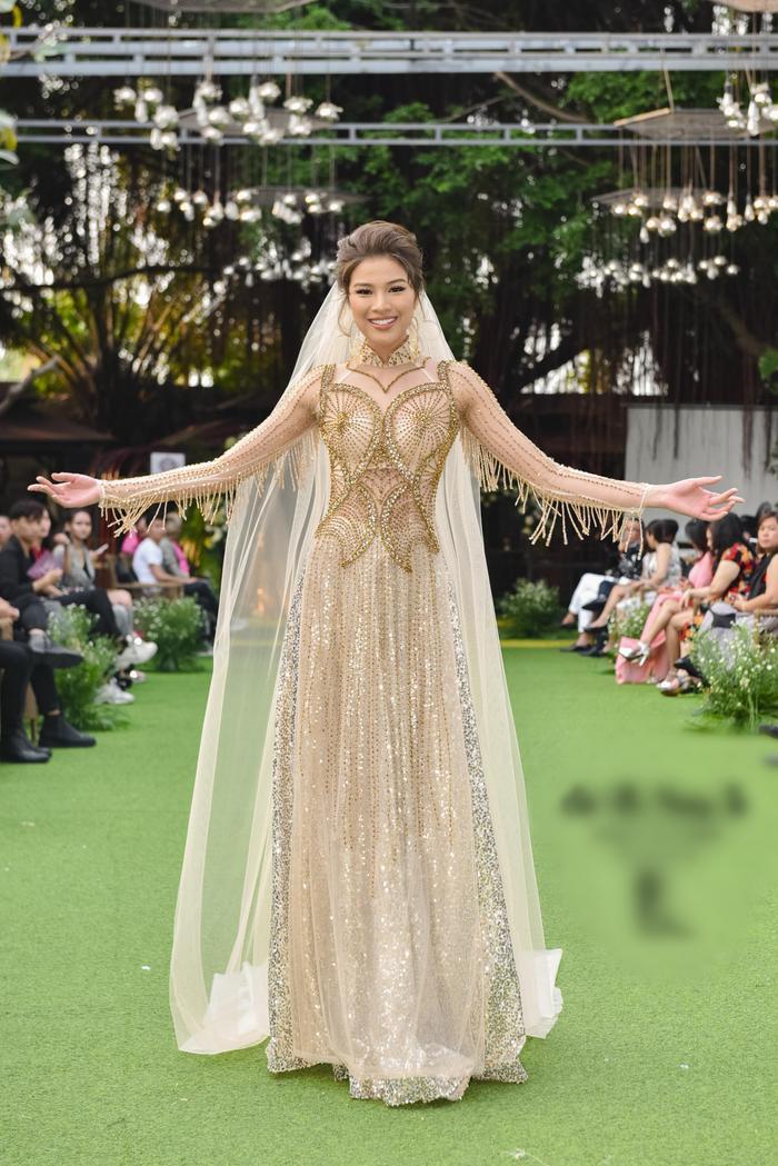 Tuy không vào sâu tại Miss Universe Việt Nam 2019, nhưng chân dài vẫn nhận được nhiếu sự cổ vũ, theo dõi từ phía các fan nhan sắc.