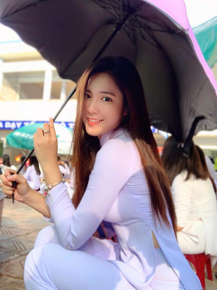 Nữ sinh Đồng Tháp mang 2 dòng máu Việt - Trung, sở hữu vòng eo 55cm nhỏ khó tin