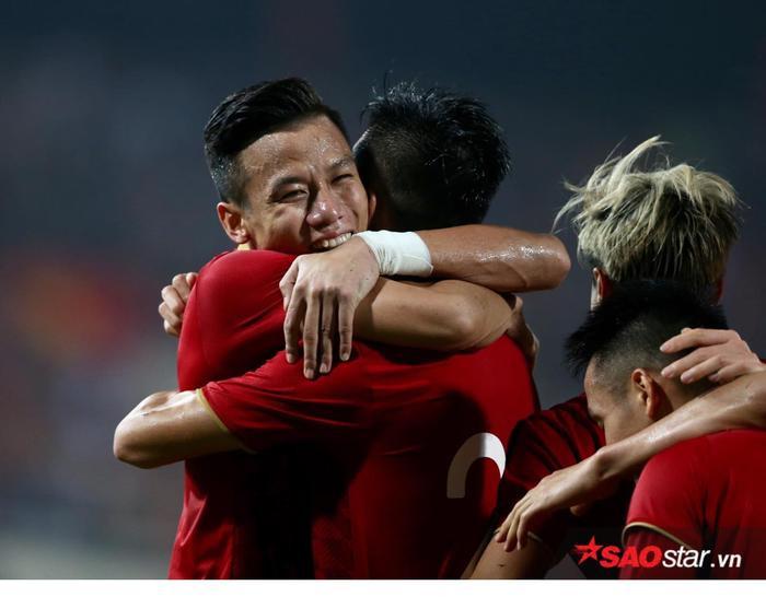 Với 3 điểm có được, ĐT Việt Nam vươn lên thứ 94 trên BXH FIFA.