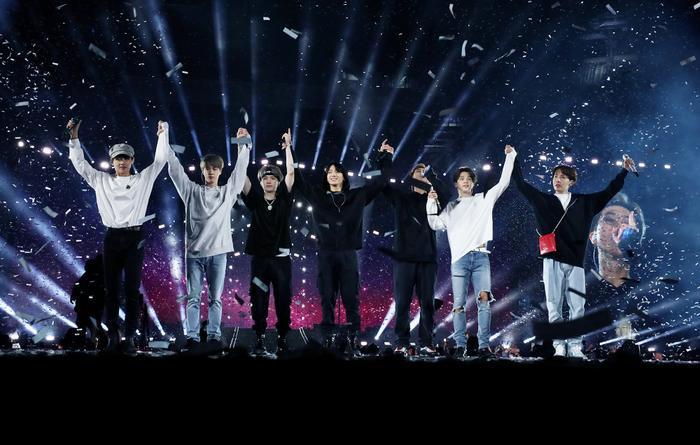 Choáng ngợp với tổng số tiền BTS thu được từ world tour 'Love Yourself: Speak Yourself'