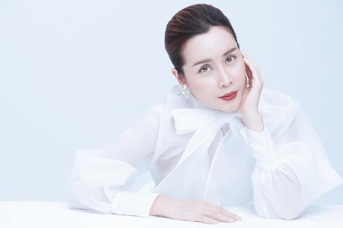 Lưu Hương Giang đãtung ra bộ ảnh khoe nhan sắc xinh đẹp hoàn hảo hậu phẫu thuật thẩm mỹ