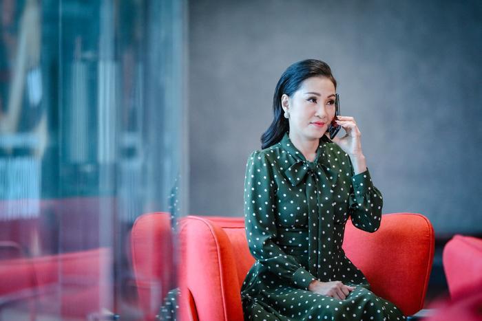 Nghệ sĩ Hồng Đào tiếp tục chinh phục người xem với vai diễn bà Thu - trưởng ban tổ chức cuộc thi.