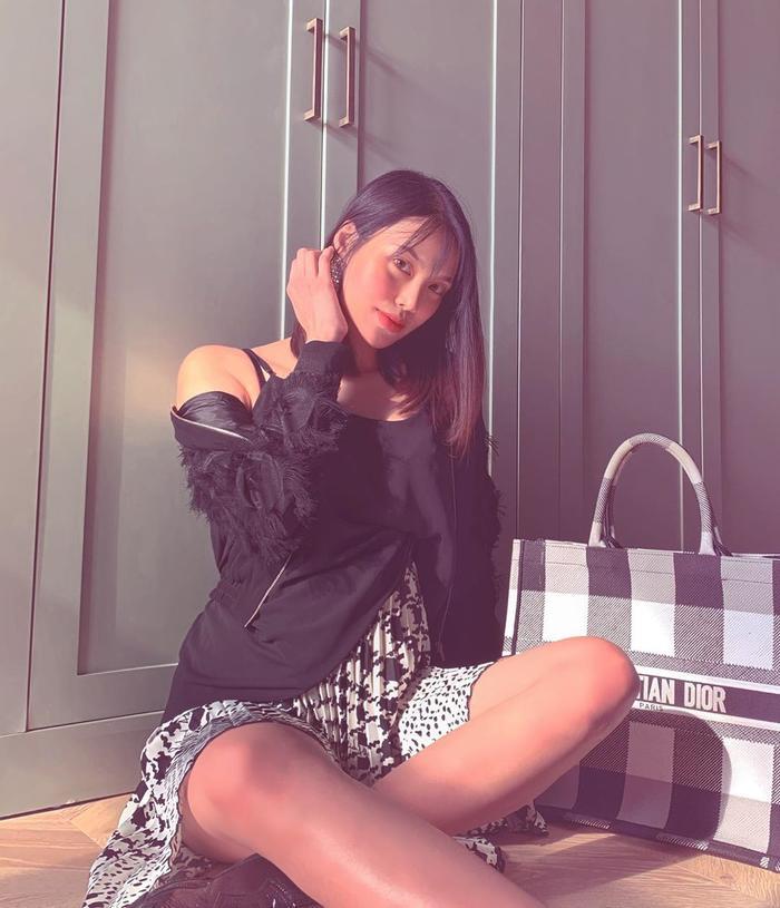 Trước đó nàng siêu mẫu đã không thể tới dự hônlễ của Đông Nhi tại Phú Quốc