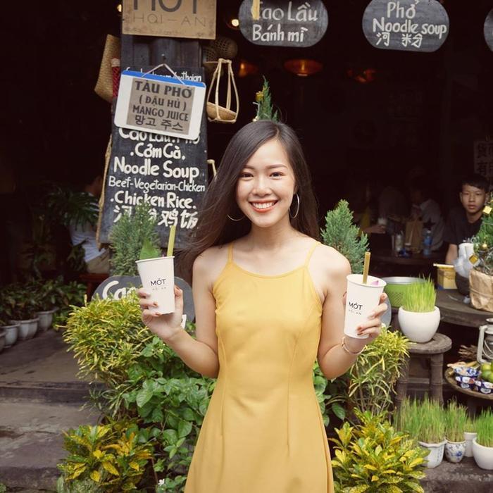 Chia sẻ thêm đôi chút về sở thích cá nhân, Kim Nguyên cho biết bản thân cô rất thích được đi mua sắm, xem phim và đi du lịch khám phá những địa danh nổi tiếng trên đất nước và nếu có cơ hội thì ra cả nước ngoài nữa. Mỗi chuyến đi đều mang lại cho Kim Nguyên những trải nghiệm thực tế vô cùng thú vị.