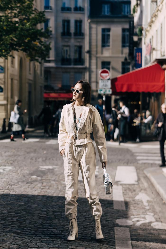 Mang loạt túi hiệu nghìn đô, á hậu Hà Thu chiếm sóng tại đường phố Paris ảnh 3