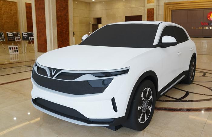 Đầu xe màu trắng là hình chữ V mang tính định vị thương hiệu VinFast.