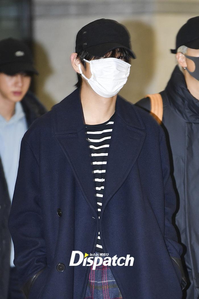 Jin khoe mặt mộc tựa mỹ nam, áp đảo toàn bộ thành viên còn lại của BTS tại sân bay ảnh 3
