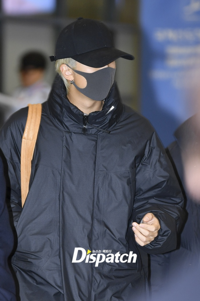 Jin khoe mặt mộc tựa mỹ nam, áp đảo toàn bộ thành viên còn lại của BTS tại sân bay ảnh 12