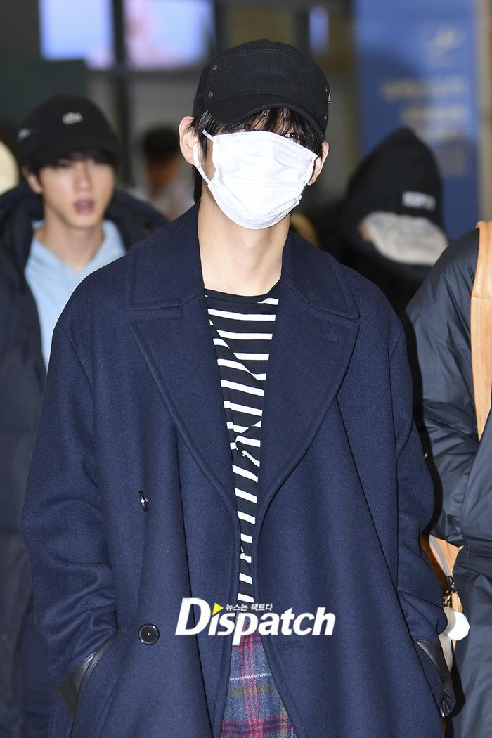 Jin khoe mặt mộc tựa mỹ nam, áp đảo toàn bộ thành viên còn lại của BTS tại sân bay ảnh 2