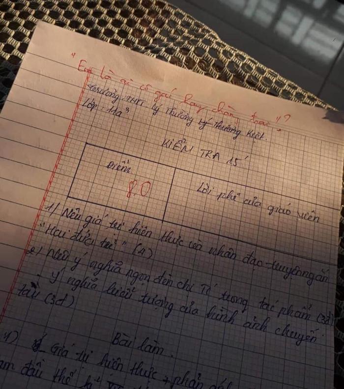 """Lời phê """"bá đạo"""" trên bài kiểm tra đến từ một vị giáo viên. Ảnh: Huỳnh Tâm Như/Group Trường Người Ta"""
