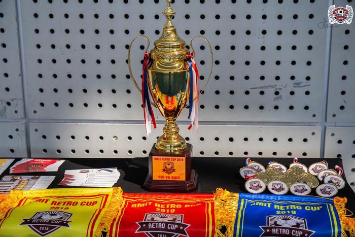 Các đội tranh tài với nhau để giành được cúp vàng của giải đấu.