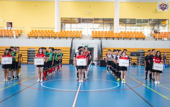 Giải RMIT Retro Cup năm nay chứng kiến sự tranh tài của 4 đội đến từ 4 trường đại học ở Sài Gòn.