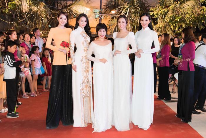 Dàn hoa hậu người đẹp lộng lẫy trên thảm đỏ
