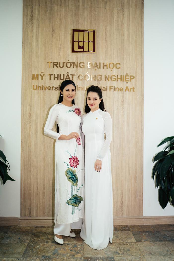 Ngọc Hân và Huyền Châu mặc áo dài nền nã về thăm trường xưa