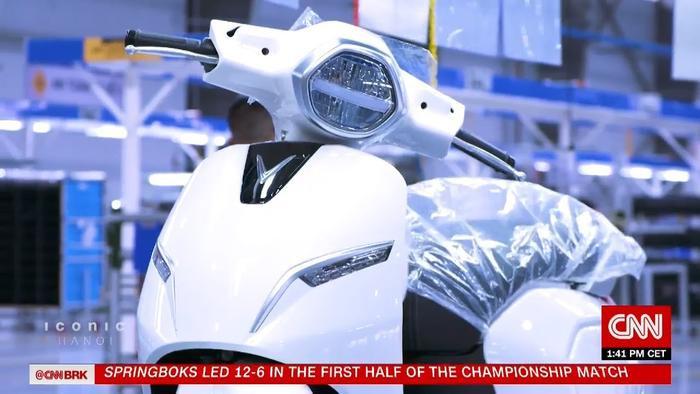 Hình ảnh xe điện VinFast xuất hiện trên phóng sự của CNN.