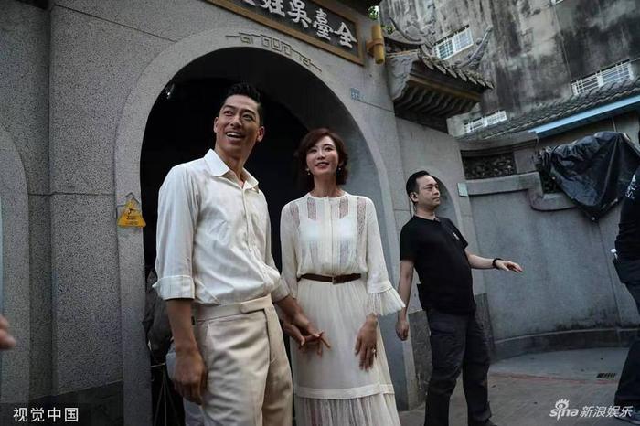 Lâm Chí Linh diện váy cưới xinh đẹp, ngọt ngào khoác tay ông xã tập dợt hôn lễ ảnh 9
