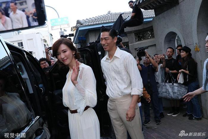 Lâm Chí Linh diện váy cưới xinh đẹp, ngọt ngào khoác tay ông xã tập dợt hôn lễ ảnh 10