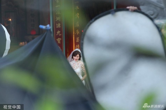 Lâm Chí Linh diện váy cưới xinh đẹp, ngọt ngào khoác tay ông xã tập dợt hôn lễ ảnh 11