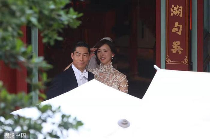 Lâm Chí Linh diện váy cưới xinh đẹp, ngọt ngào khoác tay ông xã tập dợt hôn lễ ảnh 6