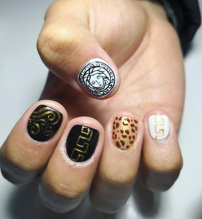 Chất phát ngất trend vẽ nail lấy cảm hứng từ logo các nhà mốt xa xỉ Gucci, Chanel, LV ảnh 9