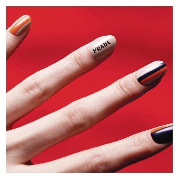 Chất phát ngất trend vẽ nail lấy cảm hứng từ logo các nhà mốt xa xỉ Gucci, Chanel, LV ảnh 12