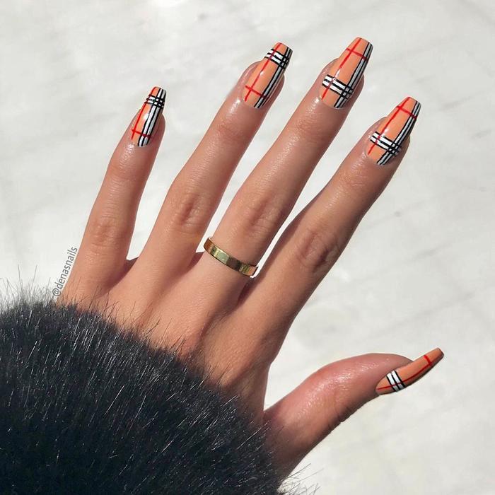 Chất phát ngất trend vẽ nail lấy cảm hứng từ logo các nhà mốt xa xỉ Gucci, Chanel, LV ảnh 5