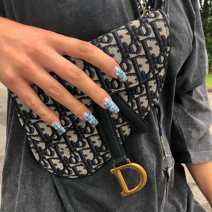 Chất phát ngất trend vẽ nail lấy cảm hứng từ logo các nhà mốt xa xỉ Gucci, Chanel, LV ảnh 6