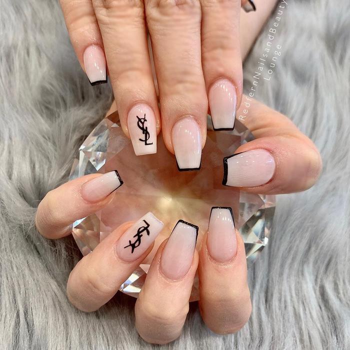 Chất phát ngất trend vẽ nail lấy cảm hứng từ logo các nhà mốt xa xỉ Gucci, Chanel, LV ảnh 8