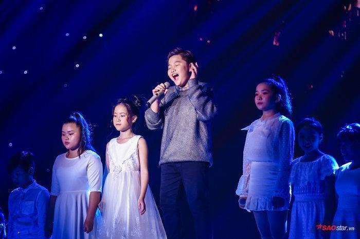 Với giọng hát sâu lắng, cảm xúc, Chấn Quốc sẽ là một nhân tố vô cùng tiềm năng nếu tiếp tục phát triển sự nghiệp âm nhạc.