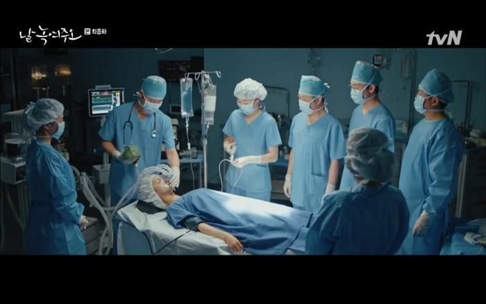 Mi Ran được phẫu thuật thành công nhưng vẫn cần thời gian để tỉnh lại.