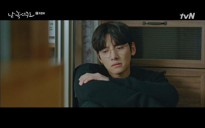 Dong Chan lại tiếp tục đợi chờ trong vô vọng.