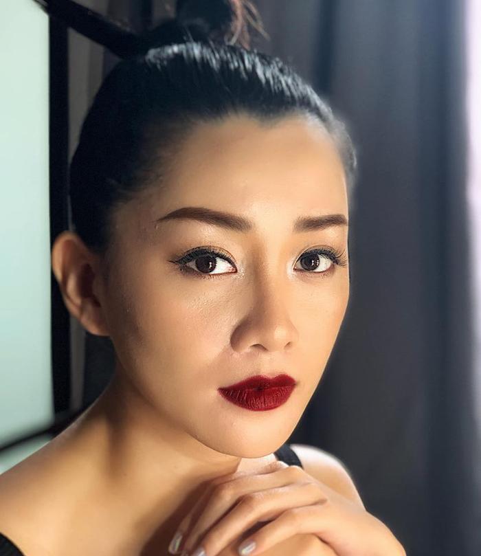 Cô MC VTV vô cùng xinh đẹp, sắc sảo.