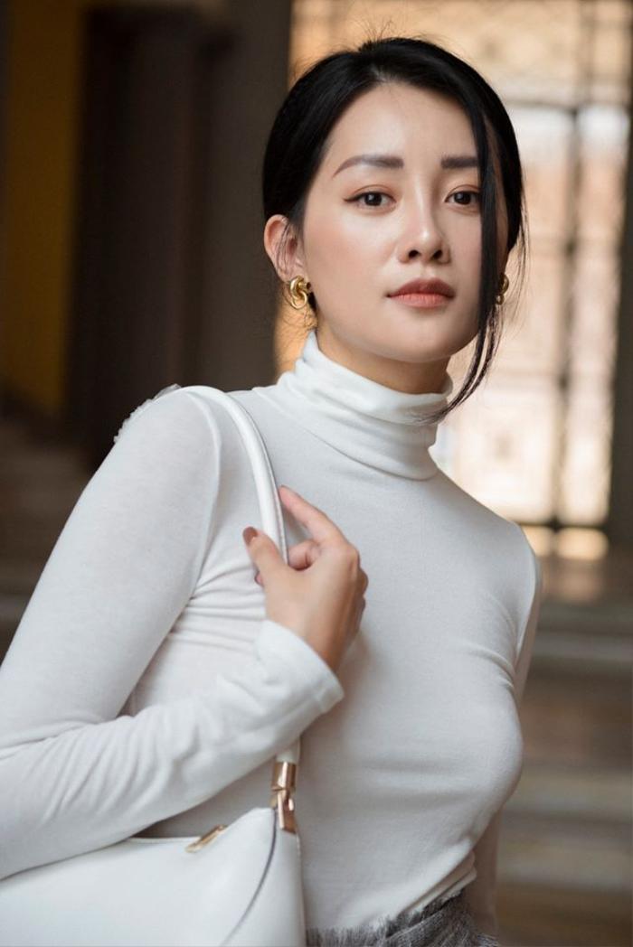 Quỳnh Chi sở hữu gu thời trang thanh lịch và sang trọng.