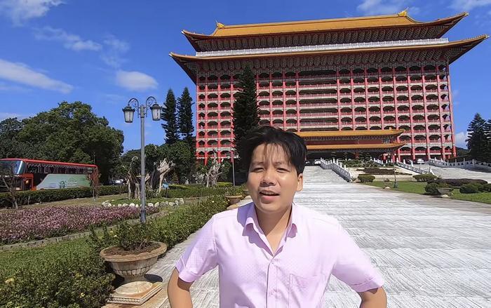Trong đoạn vlog mới đây, Khoa Pug đã có những chia sẻ về sự cố tại Nhật trước đó khi đang thực hiện vlog du lịch Đài Loan.