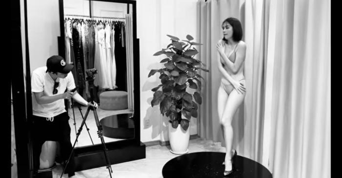 Tuy tạo dáng che chắn nhưng phải công nhận, Ngọc Trinh trông cực kỳ gợi cảm trong shoot ảnh này.