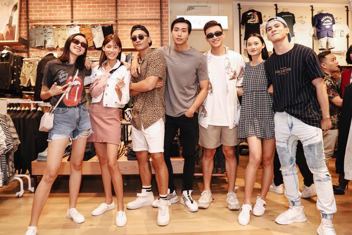 Dàn người mẫu đến từ những chương trình truyền hình thực tế hàng đầu Việt Nam cũng quy tụ tại sự kiện với phong cách trẻ trung và năng động không kém.