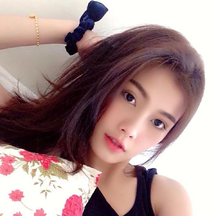 Nàng WAGs Thái Lan vượt trội hơn hẳn Trang Nhung về nhan sắc.