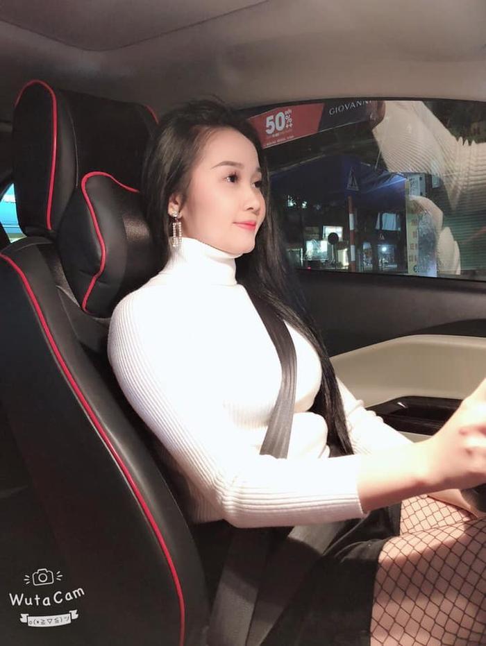 Bạn gái Tiến Linh, cô nàng Ngọc Quyên ngày càng mặn mà hơn.