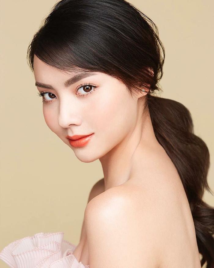 Mookda Narinrak đang trở thành nàng WAGs hot nhất tuyển Thái Lan.