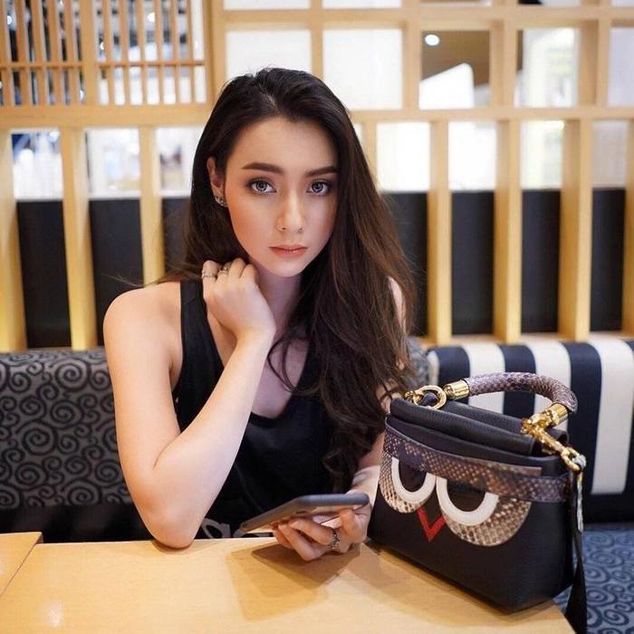 Narinrak đăng quang ngôi vị Miss Teen của Thái Lan hồi năm 2011.